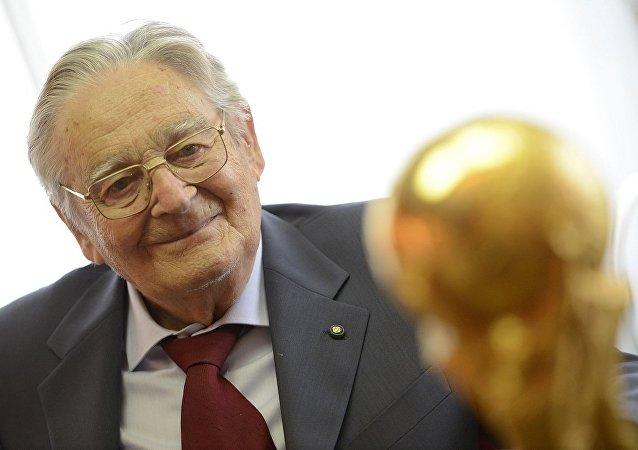 Dünya Kupası'nın tasarımcısı İtalyan heykeltraş Silvio Gazzaniga