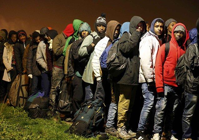 Fransa'daki Calais kampından tahliye edilen sığınmacılar