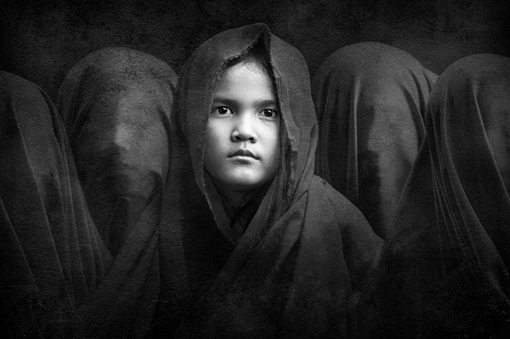 Endonezyalı fotoğrafçı Arief Siswandhono'nun çektiği 'Gizli kız kardeşler' fotoğrafı.