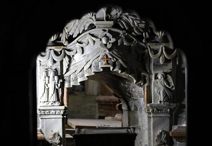 İsa'ya ait olduğu iddia edilen mezarın girişi