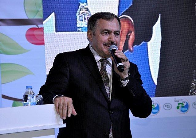 Orman ve Su İşleri Bakanı Veysel Eroğlu, Amasya Kültür Sarayı'nda düzenlenen DSİ ve Orman Genel Müdürlüğü tesisleri toplu temel atma ve açılış törenine katıldı.