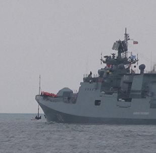 Kalibr füzeleriyle donatılmış Rus gemisi Suriye'ye gitti.