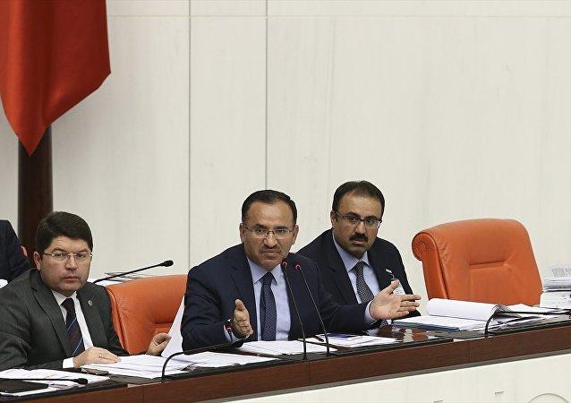 Adalet Bakanı Bekir Bozdağ (ortada), TBMM Genel Kurul çalışmalarına katıldı.