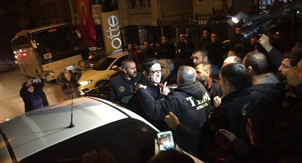 HDP Grup Başkanvekili ve Diyarbakır Milletvekili İdris Baluken, partisinin genel merkezinde gözaltına alındı.