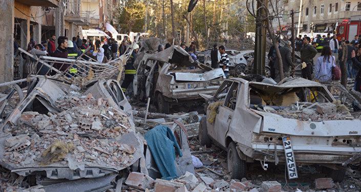 Diyarbakır Valiliği, PKK'nın saldırıyı üstlendiğini açıkladı.