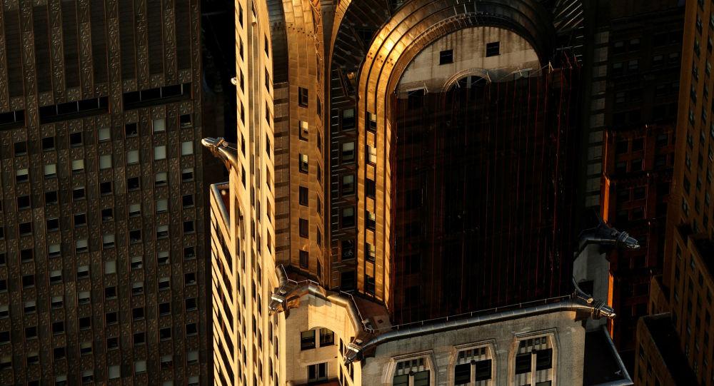 New-York'ta güneşin doğduğu anda Chrysler Binası.
