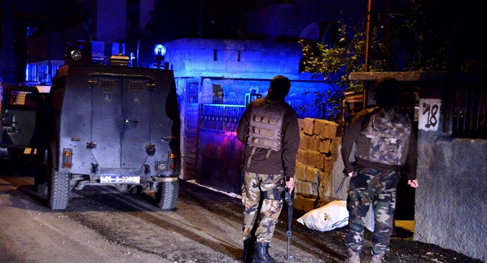 İstanbul'daki eş zamanlı operasyonlarda, 42 kişi gözaltına alındı