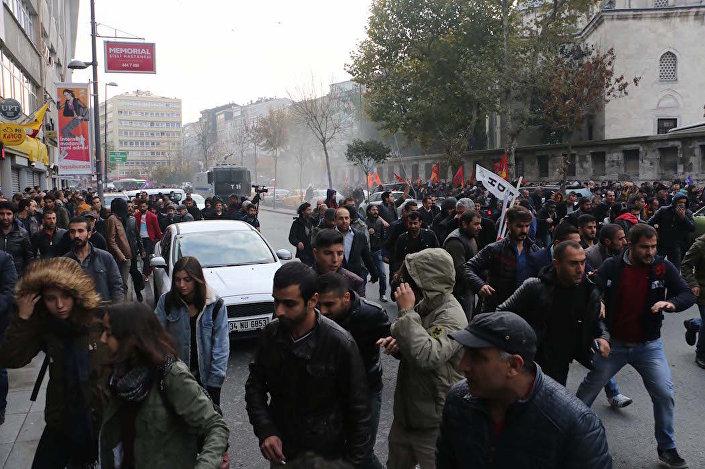 Şişli'deki HDP eylemine polis müdahalesi