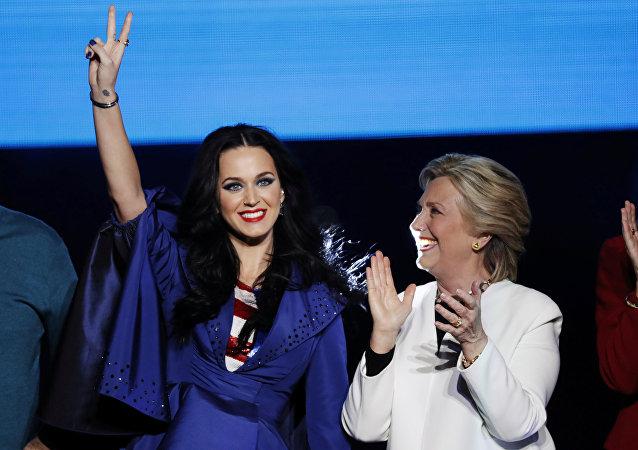 ABD'de Demokrat başkan adayı Hillary Clinton- Şarkıcı Katy Perry