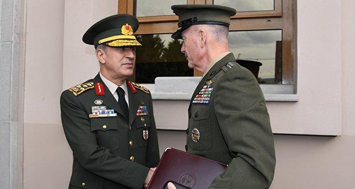 ABD Genelkurmay Başkanı Orgeneral Joseph Dunford (solda), resmi ziyarette bulunmak üzere Ankara'ya geldi. Konuk komutan, Genelkurmay Başkanı Orgeneral Hulusi Akar ile Genelkurmay Başkanlığı Karargahında görüştü.