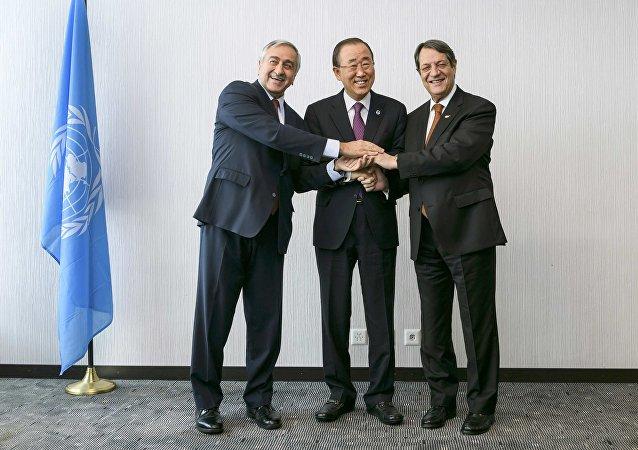 Kuzey Kıbrıs lideri Mustafa Akıncı- BM Genel Sekreteri Ban Ki-mun- Kıbrıs Cumhurbaşkanı Nikos Anastasiadis