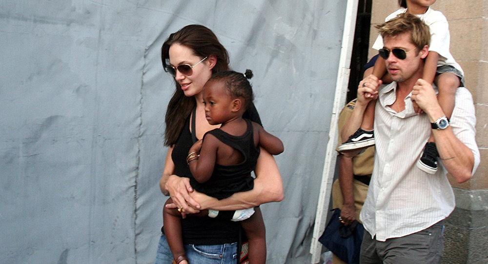 Brad Pitt ve Angelina Jolie, çocuklarıyla birlikte