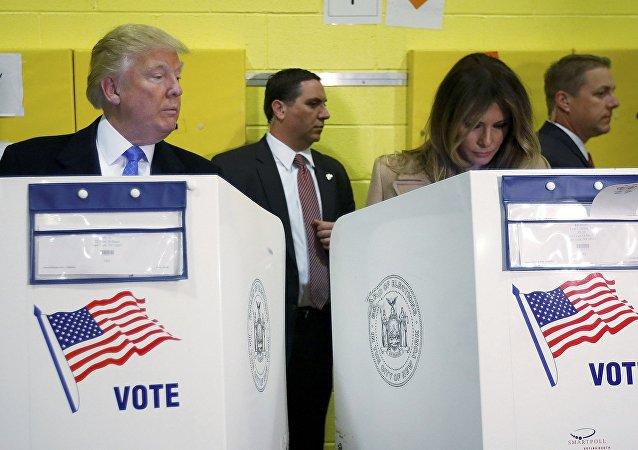 Cumhuriyetçi başkan adayı Donald Trump- Eşi Melania Trump