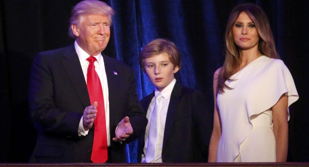 Trump eşi Melania ve oğlu Barron ile seçim sonuçlarını öğrendiği New York'ta.