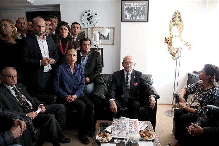 Kılıçdaroğlu, gazetenin yönetim kadrosu ve çalışanları ile sohbet etti
