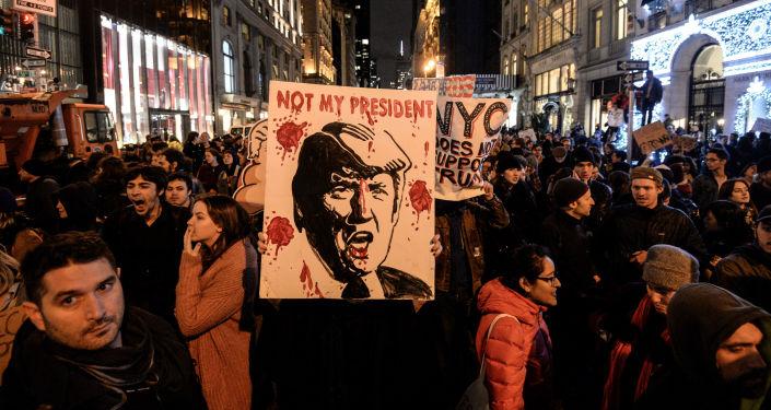 New York'ta Donald Trump'a karşı düzenlenen protesto eylemi.