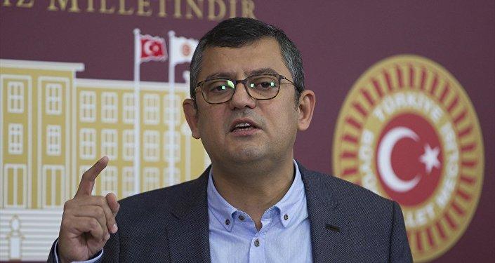 CHP Grup Başkanvekili Özgür Özel, TBMM'de basın toplantısı düzenledi.