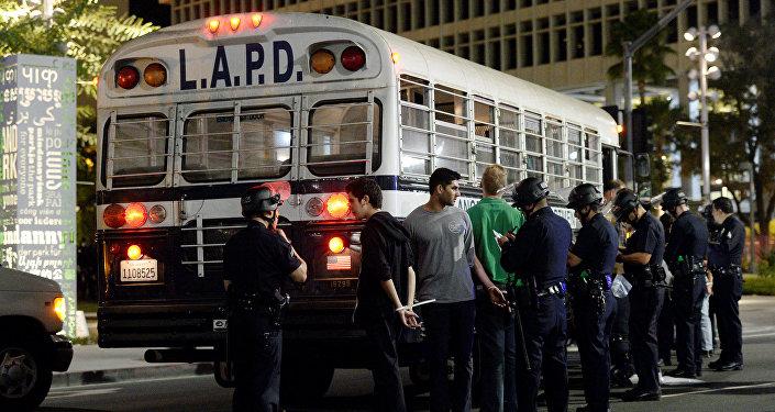 Los Angeles'taki Trump protestosuna katılan göstericilerden bazıları gözaltına alındı