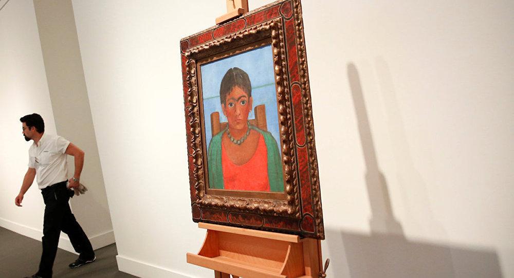 Frida Kahlo'nun 'Kolyeli Kız' resmi