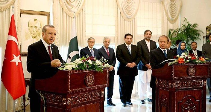 Cumhurbaşkanı Recep Tayyip Erdoğan, Pakistan Başbakanı Navaz Şerif ile birlikte Pakistan Başbakanlığı binasında ortak basın toplantısı düzenledi.