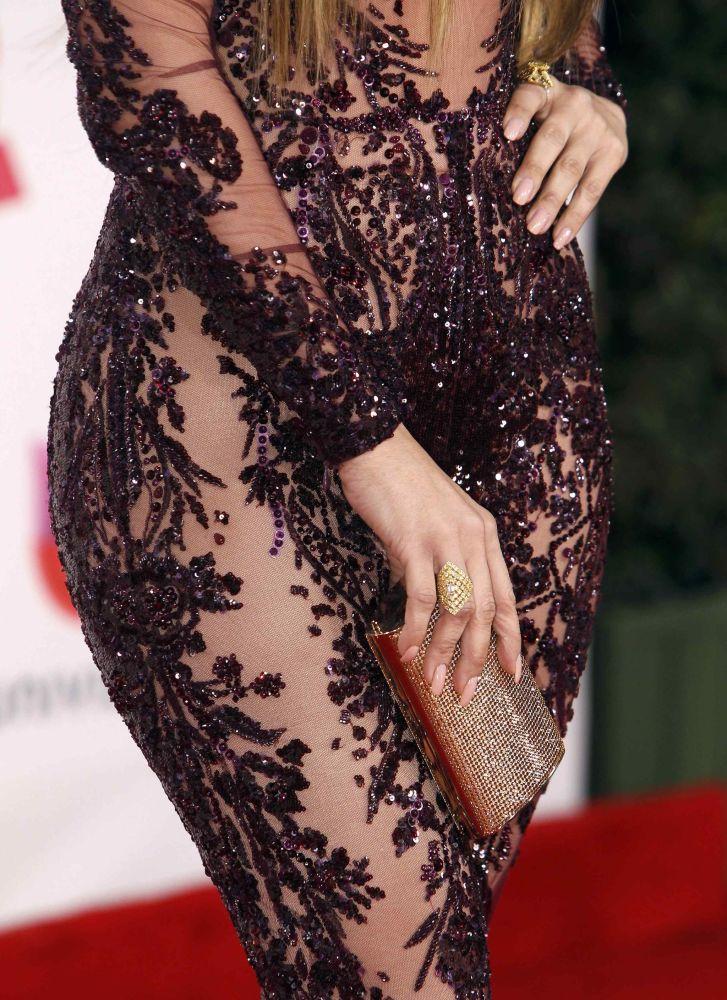 Şarkıcı Jennifer Lopez, Las Vegas'ta düzenlenen Latin Grammy Ödülleri gecesinde tüm gözleri üzerine topladı.