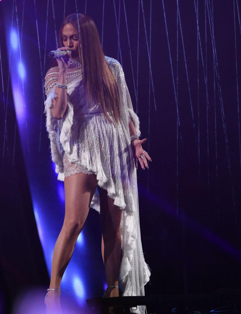 Jennifer Lopez, Las Vegas'taki ödül gecesinde.