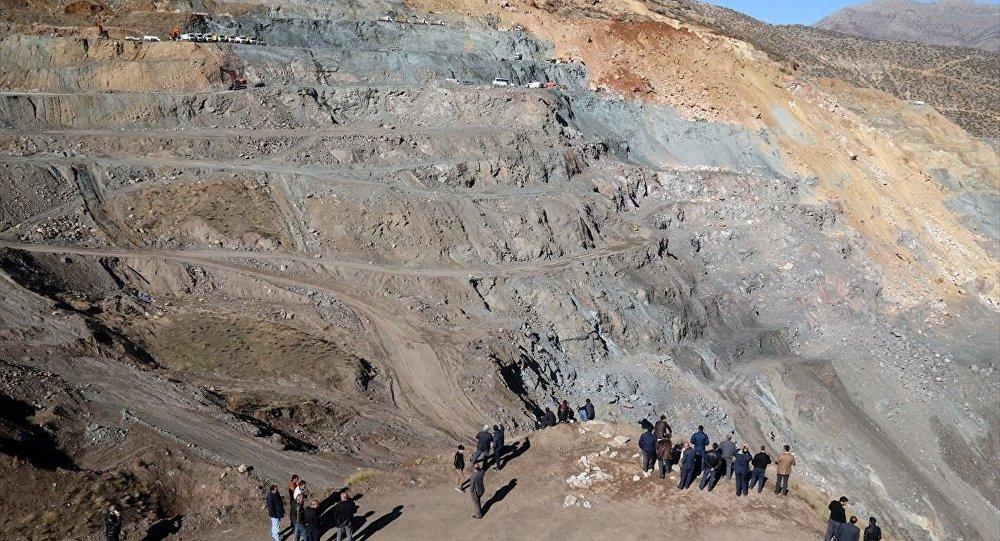 Siirt'in Şirvan ilçesindeki özel maden ocağında meydana gelen heyelan