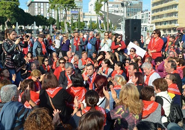 Antalya'da cinsel istismar önergesi protestosu