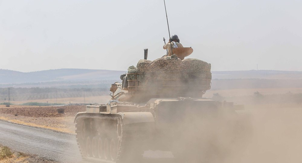 Suriye'nin Halep kentine bağlı ve Türkiye sınırına 35 kilometre uzaklıktaki El Bab kenti çevresinde Türkiye destekli ÖSO grupları ile Demokratik Suriye Güçleri arasında dün başlayan şiddetli çatışmalar devam ediyor.