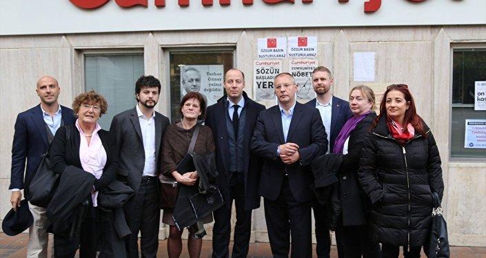 Avrupalı parlamenterler, Cumhuriyet gazetesini ziyaret etti.
