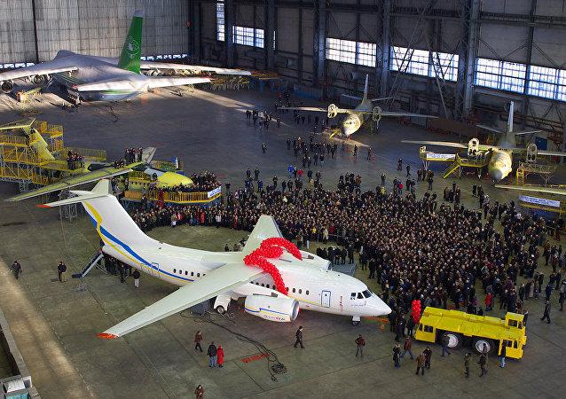 Ukrayna'nın devlet uçak üreticisi Antonov şirketine ait An-148 uçak