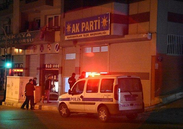 İzmir'de AK Parti ilçe binasına saldırı