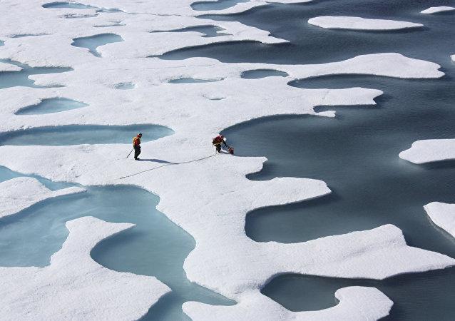 Amerikalı araştırmacılar Kuzey Buz Denizi'nde küresel ısınma ilgili veriler topluyor