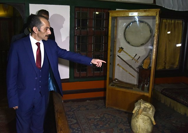 Kırım'ı ziyaret eden Türk heyetinin başkanı olan Avrasya Yerel Yönetimler Birliği Genel Başkanı Hasan Cengiz