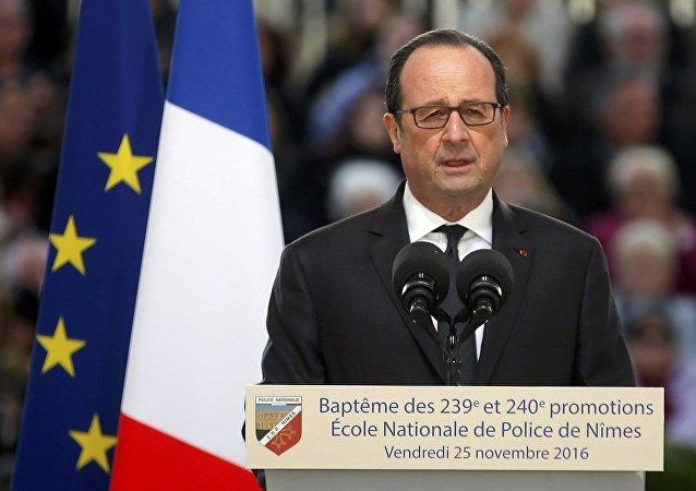 Fransa Cumhurbaşkanı Hollande, bugün Nimes'de bulunan Ulusal Polis Akademisi'nin mezuniyet törenine de katıldı.