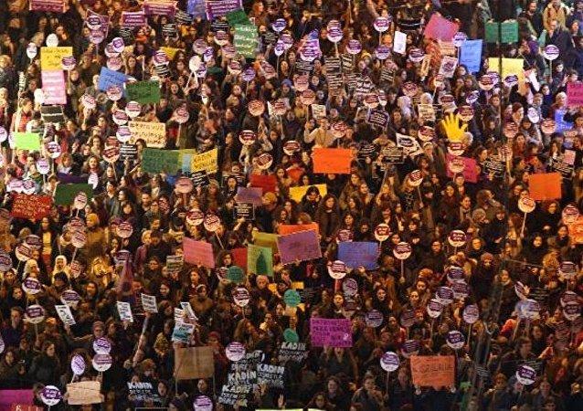 Taksim - 25 Kasım Kadına Yönelik Şiddete Karşı Uluslararası Dayanışma ve Mücadele Günü