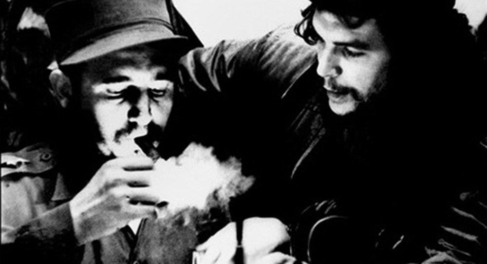 Küba Devrimi'nin lideri Fidel Castro 90 yaşında vefat etti
