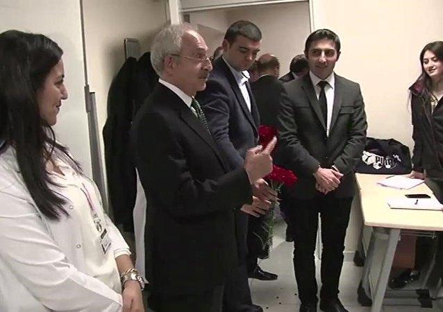 Kılıçdaroğlu, Gençlik Merkezi'ni ziyaret etti