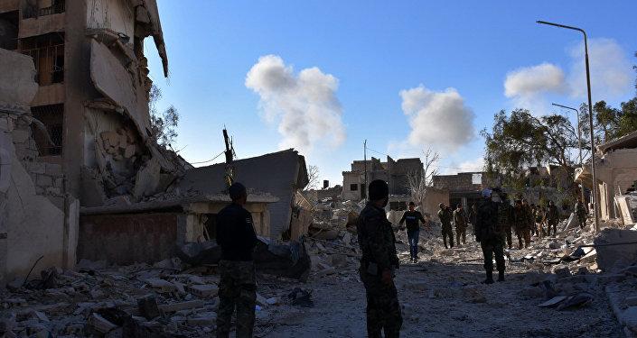 Suriye askerleri Halep'te cihatçılardan temizlenen bir mahallede