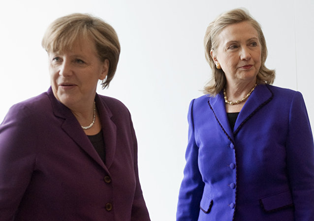 Angela Merkel ve Hillary Clinton