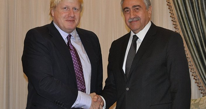 Mustafa Akıncı ve Boris Johnson