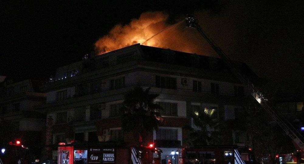 Galatasaraylı futbolcu Cavanda'nın da oturduğu rezidansta yangın