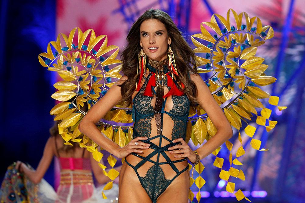 Victoria's Secret melekleri bu yıl da büyüledi