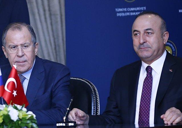 Dışişleri Bakanı Mevlüt Çavuşoğlu (sağda) ve Rus mevkidaşı Sergey Lavrov (solda), Türkiye-Rusya Ortak Stratejik Planlama Grubu Beşinci Toplantısı'nın ardından ortak basın toplantısı düzenledi.