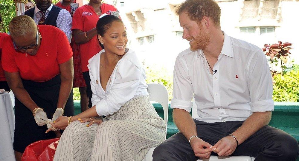 Prens Harry ve Rihanna, Dünya AIDS Günü'nde farkındalık yaratmak için birlikte AIDS testi yaptırdı