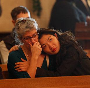 Oakland'daki yangında ölenler için kilisede anma yapıldı