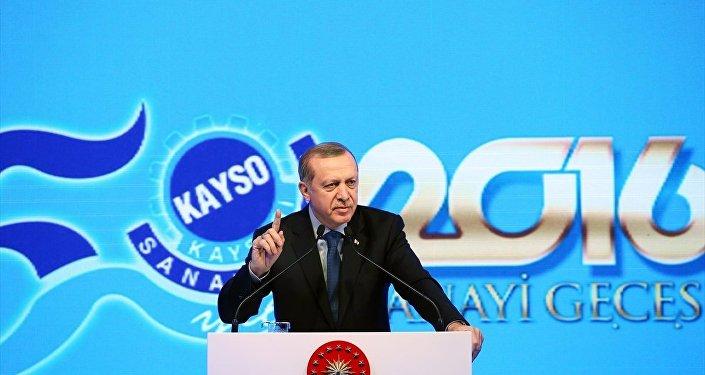 Cumhurbaşkanı Recep Tayyip Erdoğan, Kayseri Sanayi Odası'nın Ödül Töreni'nde bir kez daha kürsüye çıktı