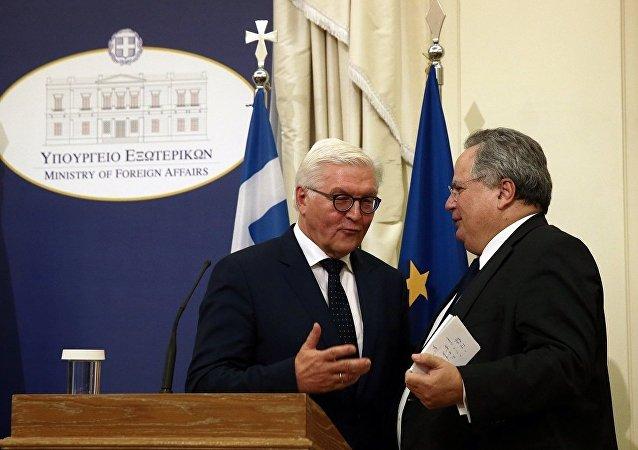 Almanya Dışişleri Bakanı Frank-Walter Steinmeier, Yunan mevkidaşı Nikos Kotzias ile Atina'da ortak basın toplantısı düzenledi.