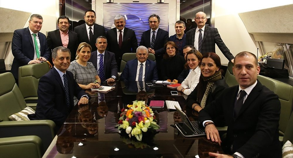 Başbakan Binali Yıldırım, resmi ziyarette bulunacağı Rusya'ya gidişinde uçakta gazetecilerle sohbet etti.
