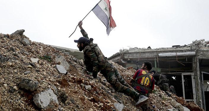 Halep'te savaşan Suriye ordusu askerleri